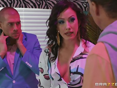 Brunette slut Jennifer White missionary fucked and gets a facial