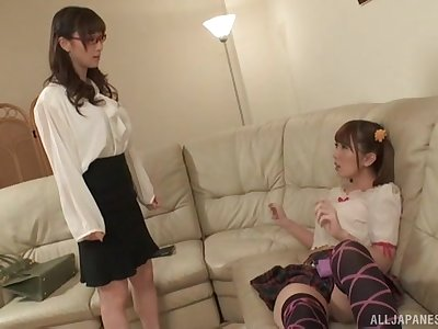 Japanese teen lesbian Yuu Kawakami seduces her best girl friend
