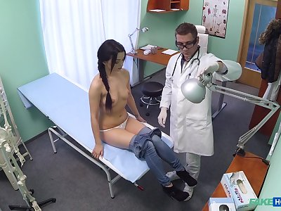 Shy brunette doubtful remainders up getting laid nigh her physician